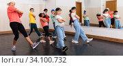 Купить «Kids training hip hop in dance studio», фото № 34100732, снято 30 июня 2020 г. (c) Яков Филимонов / Фотобанк Лори