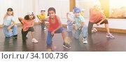 Купить «Kids training hip hop in dance studio», фото № 34100736, снято 30 июня 2020 г. (c) Яков Филимонов / Фотобанк Лори