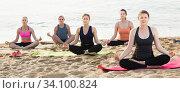 Group women making yoga meditation in lotus pose. Стоковое фото, фотограф Яков Филимонов / Фотобанк Лори