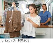 Купить «Dissatisfied client of dry cleaning», фото № 34100908, снято 9 мая 2018 г. (c) Яков Филимонов / Фотобанк Лори