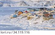 Winter in der Stadt Ilulissat an der Disko Bucht in Westgroenland, Zentrum fuer Tourismus, Verwaltung und Wirtschaft. Nordamerika, Groenland, Daenemark. Стоковое фото, фотограф Martin Zwick / age Fotostock / Фотобанк Лори