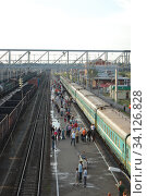 Петрозаводск, платформа прибытия поездов дальнего следования (2008 год). Стоковое фото, фотограф Светлана Ясинская / Фотобанк Лори