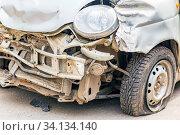 Купить «Broken passenger car after an accident. Close-up.», фото № 34134140, снято 30 апреля 2020 г. (c) Акиньшин Владимир / Фотобанк Лори