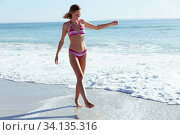 Купить «Beautiful woman enjoying on the beach», фото № 34135316, снято 25 февраля 2020 г. (c) Wavebreak Media / Фотобанк Лори