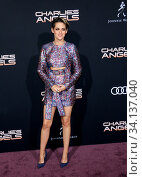 Kristen Stewart at the Los Angeles premiere of 'Charlie's Angels' held at the Regency Village Theater in Westwood, USA on November 11, 2019. Стоковое фото, фотограф Zoonar.com/Lumeimages.com / age Fotostock / Фотобанк Лори
