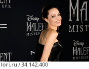 Angelina Jolie at the World premiere of Disney's 'Maleficent: Mistress Of Evil' held at the El Capitan Theatre in Hollywood, USA on September 30, 2019. Стоковое фото, фотограф Zoonar.com/Lumeimages.com / age Fotostock / Фотобанк Лори