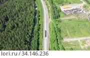 Купить «Электровоз (локомотив) движется по железной дороге посреди лес», видеоролик № 34146236, снято 3 июля 2020 г. (c) Евгений Ткачёв / Фотобанк Лори