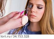 Купить «Woman getting her eyelashes done in the beauty salon», фото № 34153328, снято 29 января 2018 г. (c) Elnur / Фотобанк Лори