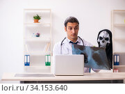 Купить «Male devil doctor radiologist working in the clinic», фото № 34153640, снято 3 февраля 2020 г. (c) Elnur / Фотобанк Лори