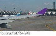 Купить «Airplanes in Suvarnabhumi airport», видеоролик № 34154848, снято 14 ноября 2018 г. (c) Игорь Жоров / Фотобанк Лори