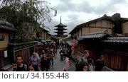 Купить «Slow motion video of tourisrs people on Sanneizaka street in Kyoto, Japan. Yasaka pagoda is on background», видеоролик № 34155448, снято 16 июня 2020 г. (c) Serg Zastavkin / Фотобанк Лори