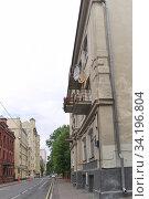Купить «Москва, Трехпрудный переулок, дом 2А», эксклюзивное фото № 34196804, снято 5 июля 2020 г. (c) Илюхина Наталья / Фотобанк Лори