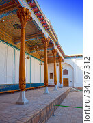 Building with bright columns and painted ceilings in Memorial complex of Naqshbandi: Pilgrimage site near Bukhara, Uzbekistan (2015 год). Стоковое фото, фотограф Куликов Константин / Фотобанк Лори
