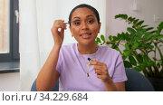 female beauty blogger making review of mascara. Стоковое видео, видеограф Syda Productions / Фотобанк Лори