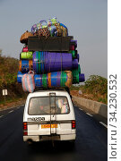 Overloaded minibus on a road in Togo. Стоковое фото, фотограф Philippe Lissac / Godong / age Fotostock / Фотобанк Лори