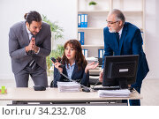 Two male and one female employees working in the office. Стоковое фото, фотограф Elnur / Фотобанк Лори