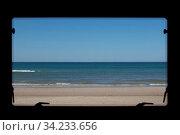 Meeresblick, Ausblick aus dem Wohnmobil Fenster - Sea view from the camper window. Стоковое фото, фотограф Zoonar.com/Kerstin Huber / easy Fotostock / Фотобанк Лори