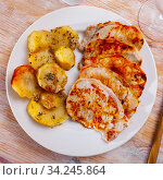 Browned pork steaks with spiced baked potatoes. Стоковое фото, фотограф Яков Филимонов / Фотобанк Лори