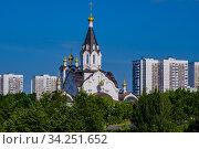 Москва, храм Константина и Елены в Митине (2020 год). Редакционное фото, фотограф glokaya_kuzdra / Фотобанк Лори