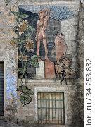 Rundgang durch Orgosolo auf der Insel Sardinien, das beruehmt ist für rund 150 Murals/Wandgemaelde der verschiedensten Themen und Motive ueber die ganze Stadt verteilt. Стоковое фото, фотограф Zoonar.com/JOACHIM G. PINKAWA / age Fotostock / Фотобанк Лори