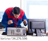 Computer repairman specialist repairing computer desktop. Стоковое фото, фотограф Elnur / Фотобанк Лори