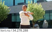 african american woman doing sports outdoors. Стоковое видео, видеограф Syda Productions / Фотобанк Лори