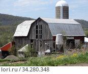 Old Barn and Silo, Allegany County, New York, USA. Стоковое фото, фотограф Barrie Fanton / age Fotostock / Фотобанк Лори