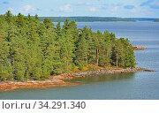 Green and rocky Island of Helsinki Archipelago in sunny day, Finland (2014 год). Стоковое фото, фотограф Валерия Попова / Фотобанк Лори