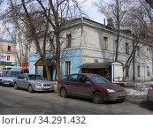 Двухэтажный не жилой дом, 1948 года постройки. 3-й Сетуньский проезд, 13/18. Район Раменки. Город Москва (2011 год). Редакционное фото, фотограф lana1501 / Фотобанк Лори