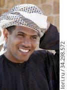 A local guide at Khor Rori (Sumhuram), a wealthy port between the Mediterranean and India. Photo: André Maslennikov (2006 год). Редакционное фото, фотограф Andre Maslennikov / age Fotostock / Фотобанк Лори