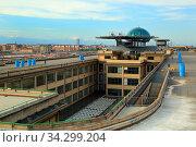Turin, Italien, Testfahrstrecke auf dem Dach der Fabrik Fiat Lingotto mit Kugel La Bolla. Стоковое фото, фотограф Zoonar.com/Erich Meyer / age Fotostock / Фотобанк Лори