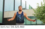 man exercising with jump-rope outdoors. Стоковое видео, видеограф Syda Productions / Фотобанк Лори