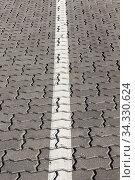 White road markings drawn. Стоковое фото, фотограф Игорь Лейчонок / Фотобанк Лори