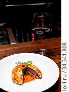 Roasted Beef Wellington with gravy brown savory sauce, international... Стоковое фото, фотограф Zoonar.com/Vichie81 / easy Fotostock / Фотобанк Лори