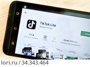 Экран приложения «ТикТок» (англ. TikTok) Редакционное фото, фотограф Victoria Demidova / Фотобанк Лори