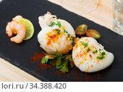 Slate of roasted Cuttlefish and shrimp. Стоковое фото, фотограф Яков Филимонов / Фотобанк Лори