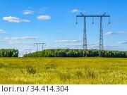 Линия передачи электрической энергии на стальных опорах. ЛЭП. Стоковое фото, фотограф Владимир Устенко / Фотобанк Лори