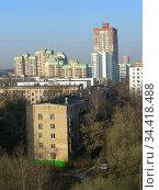 Пятиэтажный пятиподъездный кирпичный жилой дом серии I-511/37. Построен в 1968 году. Авангардная улица, 10. Головинский район. Город Москва (2010 год). Стоковое фото, фотограф lana1501 / Фотобанк Лори