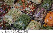 Sets of different chopped fresh vegetables wrapped in film at market. Стоковое видео, видеограф Яков Филимонов / Фотобанк Лори