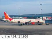 Самолет Airbus A321-211(VT - PPK) авиакомпании Air Индия в аэропорту Бандаранаике солнечным утром. Коломбо, Шри-Ланка (2020 год). Редакционное фото, фотограф Виктор Карасев / Фотобанк Лори
