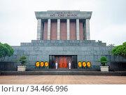 HANOI, VIETNAM - SEPTEMBER 19, 2018: Honor guard at the Ho Chi Minh... Стоковое фото, фотограф Zoonar.com/Chris Putnam / easy Fotostock / Фотобанк Лори