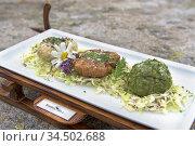 Plat (knodel/ canederli) servi au restaurant d'altitude Knuttenalm... Стоковое фото, фотограф Christian Goupi / age Fotostock / Фотобанк Лори