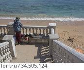 Tourists in beach at Caños de Meca near Cape Trafalgar, Costa de ... (2013 год). Редакционное фото, фотограф Julio Etchart / age Fotostock / Фотобанк Лори