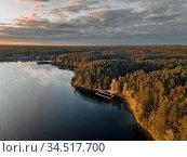Озеро Яльчик в августе на закате, национальный парк Марий Чодра, республика Марий Эл (2020 год). Стоковое фото, фотограф Julia Shepeleva / Фотобанк Лори