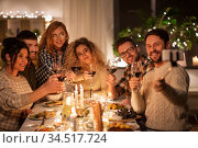 friends taking selfie at christmas dinner party. Стоковое фото, фотограф Syda Productions / Фотобанк Лори