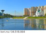 St. Nicholas Church, Pavshinsky Floodplain Pedestrian Bridge and House of Moscow Oblast Government (2020 год). Редакционное фото, фотограф Валерия Попова / Фотобанк Лори
