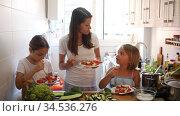 Friendly family having lunch at dinner table at home. Стоковое видео, видеограф Яков Филимонов / Фотобанк Лори