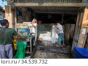 A ice factory at the fishing village of Sai Noi near the Town of ... Стоковое фото, фотограф Zoonar.com/URS FLUEELER / age Fotostock / Фотобанк Лори