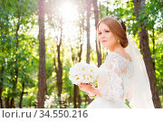 Portrait of a beautiful bride in a large and lush white dress with... Стоковое фото, фотограф Zoonar.com/Ian Iankovskii / easy Fotostock / Фотобанк Лори