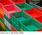Kiste, kisten, bunt, korb, körbe, rot, grün, ordnung, ordnen, sortieren... Стоковое фото, фотограф Zoonar.com/Volker Rauch / easy Fotostock / Фотобанк Лори